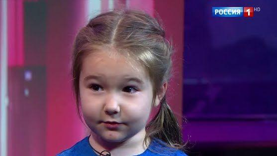 """Белла Девяткина девочка-полиглот из """"Удивительных людей"""" рассказала о себе"""