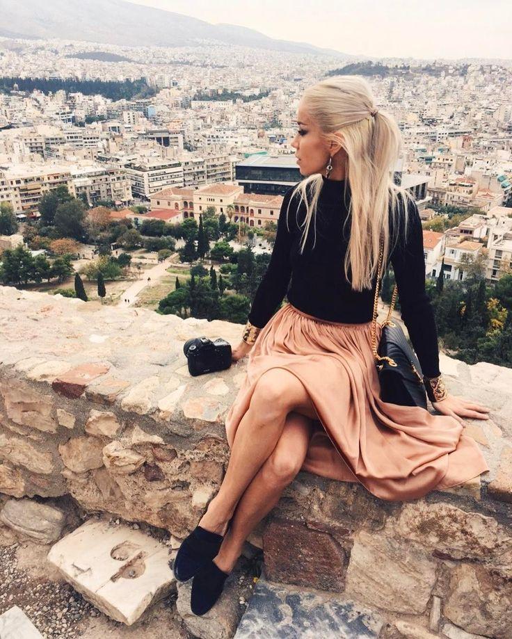 14.1 тыс. отметок «Нравится», 10 комментариев — ALINA CEUSAN (@alinaceusan) в Instagram: «One of my favorite cities - Athens, as seen from the Acropolis.  Wearing the nude silk skirt…»