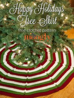 Happy Holidays Tree Skirt - free crochet pattern on Mooglyblog.com!