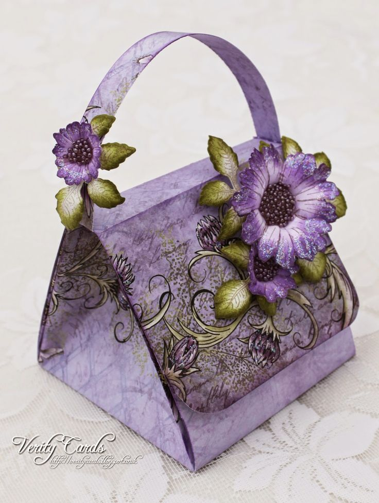 Whoop whoop its Wednesday again and I canshare this folded handbag I made for Heartfelt Creations !!I made this ages ago and have been waiting patiently to be able to share it !I have done a photograp