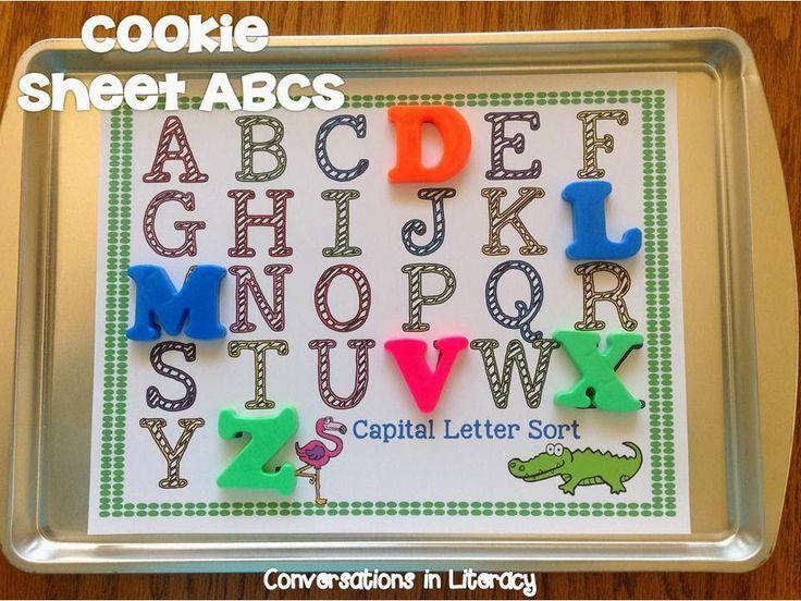 Fantastique idée ! Centre lettres magnétiques - Coller une feuille avec les lettres de l'alphabet sur un plaque à biscuit.