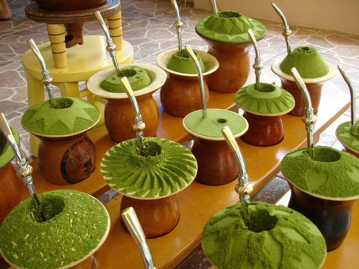 Chimarrão,Santa Catarina - BrasilO chimarrão (ou mate) é uma bebida característica da cultura do sul da América do Sul. É um hábito legado pelas culturas indígenas quíchuas, aimarás e guaranis. Ainda hoje, é hábito fortemente arraigado no sul do Brasil, parte da Bolívia, Chile, Paraguai e, principalmente, no Uruguai e na Argentina.