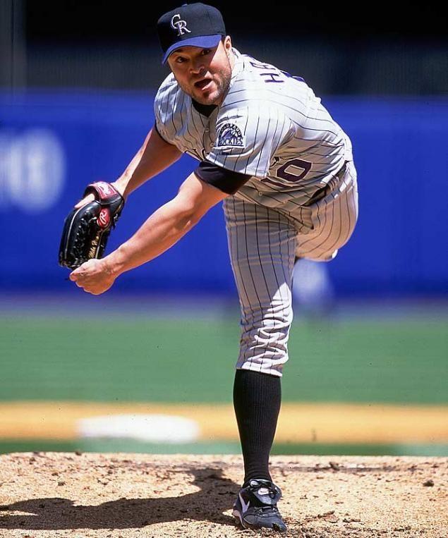 Бейсболка — кепка которую первоначально носили бейсболисты. До появления бейсболки головным убором бейсболиста была  соломенная шляпа-канотье и жокейская кепка.
