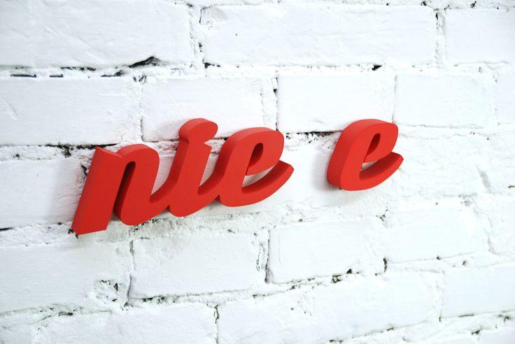 Nie e, napis 3D z pianki; Projektant: Twórczywo; Wartość: 55 zł; Poczucie dobrego smaku: bezcenne. Powyższy materiał nie stanowi oferty handlowej