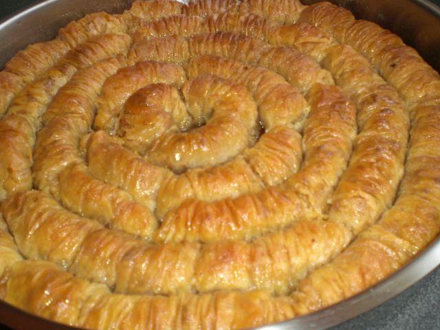 Sarığı Burma Baklava Tarifi - http://www.oktayustatarifleri.co/sarigi-burma-baklava-tarifi.html