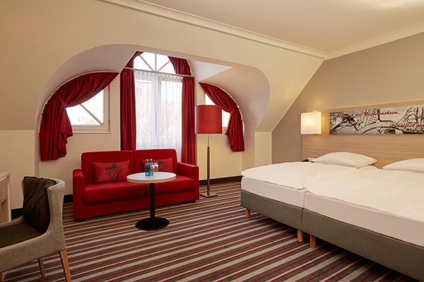 Blick in eines der Hotelzimmer / View into one of the hotel rooms | H+ Hotel Stade Herzog Widukind