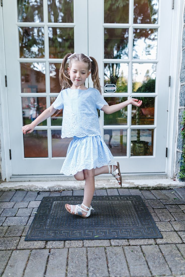 Dancing little girl – Gap Sale photo shoot