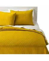 Room Essentials Solid Quilt - Yellow (Full/Queen)