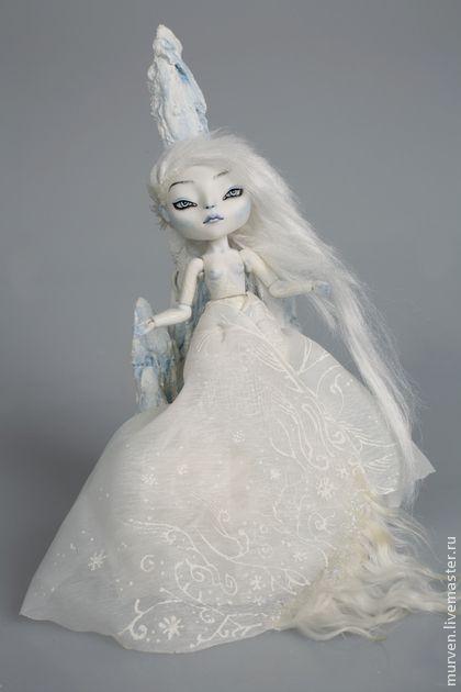 Леди Лед. Дух Воды. Фарфоровая шарнирная кукла. Фарфор (париан), 15 см  Роспись красками по фарфору  OOAK jointed doll, 12 шарнирных соединений  съемный парик: вискоза, Cler Clay, стекло    Кукла из серии 'Духи природы'.  В этой работе отразилось мое отношение к фарфору в целом - он для…