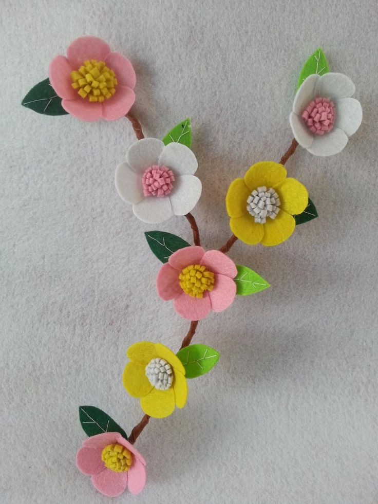 How To Make Felt Flowers for Wall Mural Decorations - Createsie
