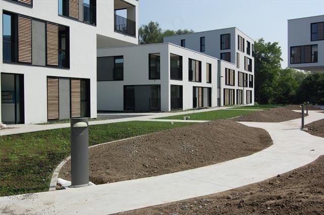 Appartement te huur in Gent - 2 slaapkamers - 735 € - Logic-immo.be - Residentie LEIEMEERSEN I is gelegen aan de groene westrand van Gent, in de nabijheid van het stadscentrum en de oprit naar de snelwegen. Hedendaags complex dat uitkijkt op een prachtig natuurgebied. 2...