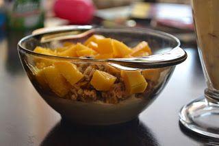 Vougelisha : Owsianka z mango i jagodami goji