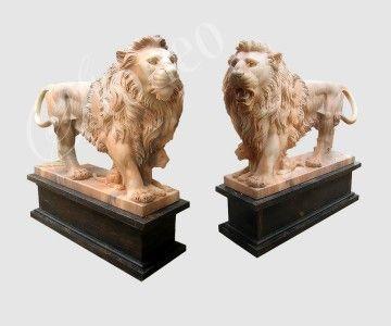 Oswojone lwy - rzeźba kamienna