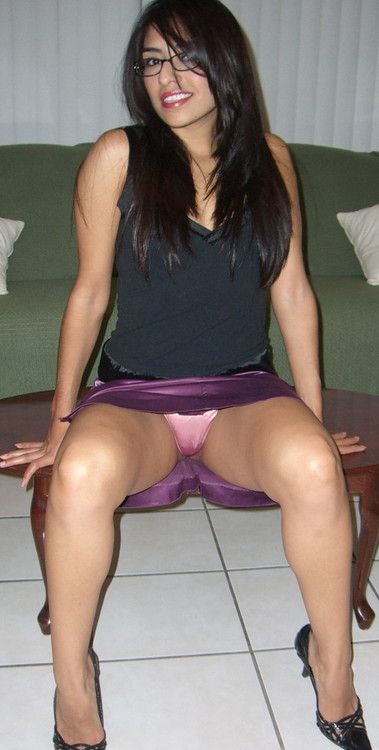 Amateur girl purple skirt upskirt