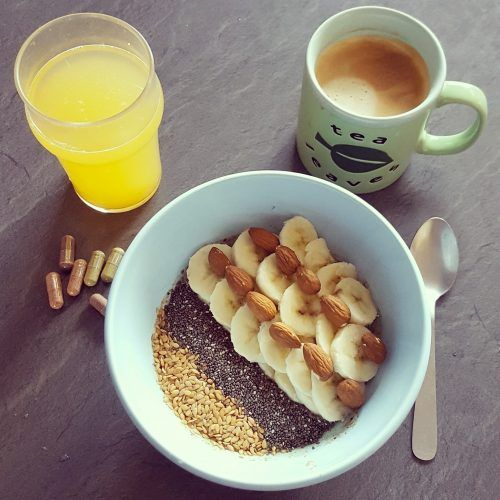 Breakfast bowl banane et lait d'amandes
