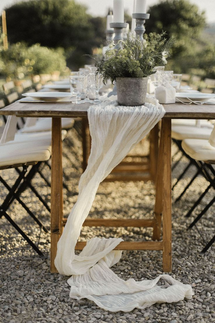 Tables cape - linen and herbs - Tuscany - Destination Wedding Italy -  Princess Wedding www.princesswedding.it ph. Meghan Sadler