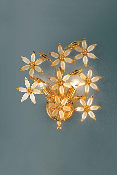 Applique 2 luci in metallo, finitura oro 24Kt e stelle con ovali satinati di Murano. Il prodotto può essere personalizzato per dimensione, numero di luci, finitura (oro 24Kt e cromo) Consigliato per ambiente classico, classico-moderno