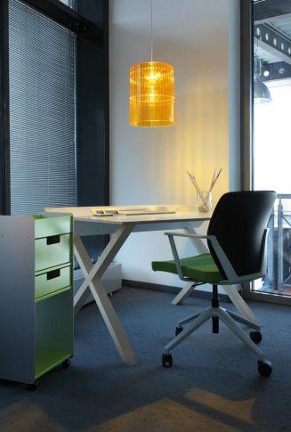 Elegancka i nowoczesna lampa Roxanne niemieckiej marki Koziol. Lampa daje ciepłe, nastrojowe światło. Dostępna jest w kilku wersjach kolorystycznych.