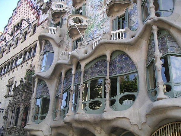 Испания, Барселона. Дом, построенный архитектором Гауди