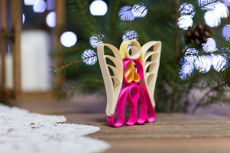 Kolorowa drewniana ozdoba choinkowa - aniołek