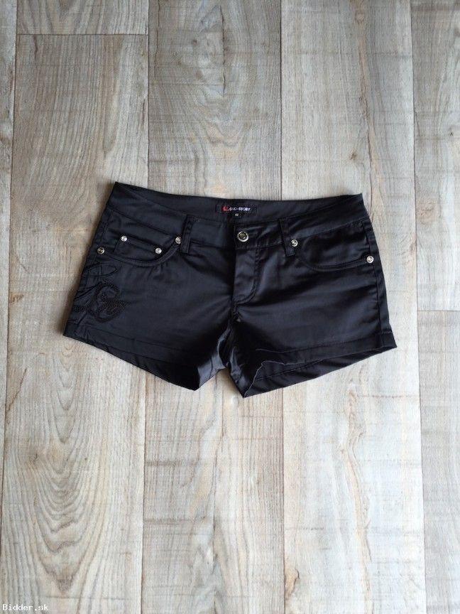 Čierne krátke nohavice