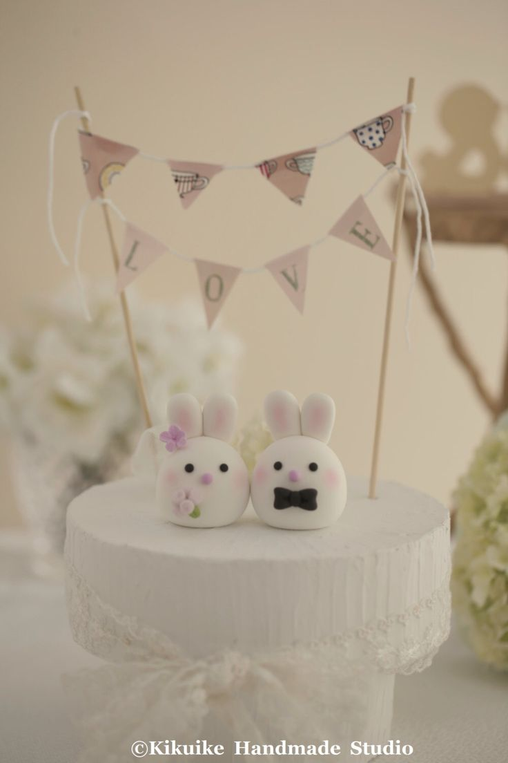 Bunny and Rabbit wedding cake topper by MochiEgg on Etsy https://www.etsy.com/listing/195346520/bunny-and-rabbit-wedding-cake-topper
