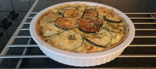 Recept: quiche met courgette, paprika, mozzarella, chorizo en ui