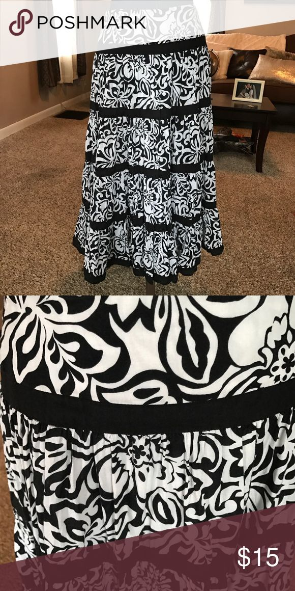 Floral Prairie Skirt Lightweight super cute for spring and summer wear it with a bright color for a fun outfit. Excellent condition. Jones New York Skirts A-Line or Full