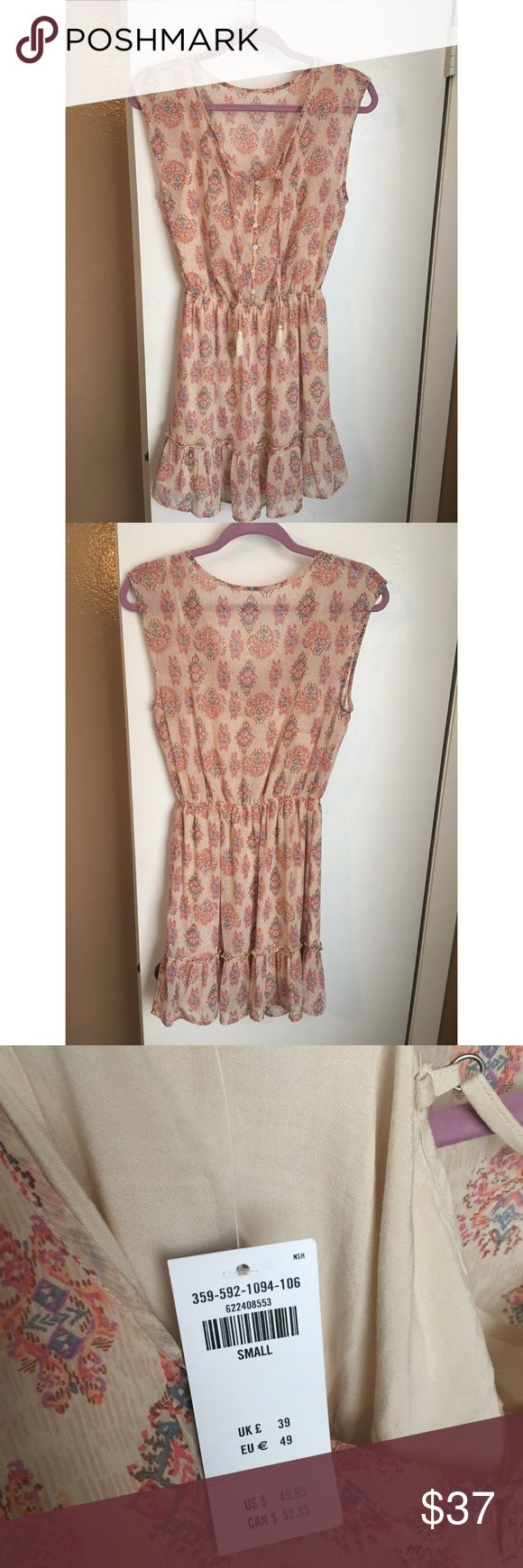 NWT Hollister Dress!! Brand new Hollister dress!! Beautiful sheet floral print, with elastic waist and ruffled bottom! Fully lined. Size S Hollister Dresses Mini