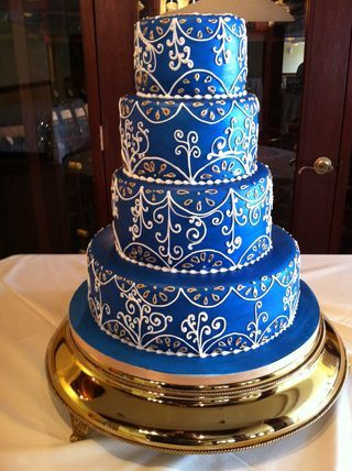Interesting cake.. not quite my style but has my blue, white and gold colors.
