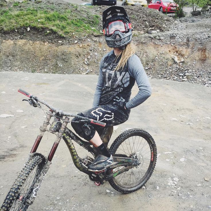 Tahnée Seagrave British elite downhill racer, interview here from Velo Me