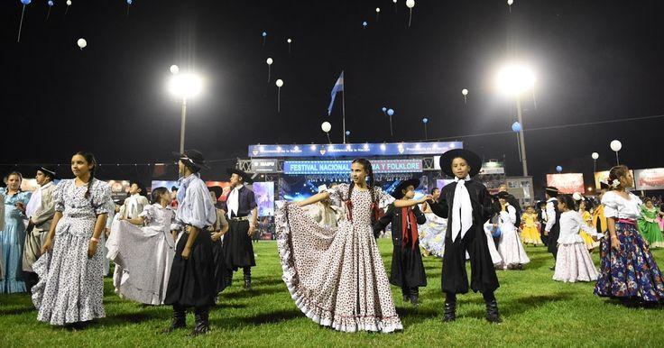 http://ift.tt/2hTEH3c http://ift.tt/2iEJ9lu  Se transmitirán 33 festivales y fiestas del país hasta mediados de marzo.  El Sistema Federal de Medios y Contenidos Públicos presentará desde el jueves 5 de enero a las 21 Festival País 17 una nueva propuesta cultural y federal que reunirá en la pantalla de Televisión Pública Argentina a festivales y fiestas nacionales en una programación en vivo y programas especiales todos los días hasta mediados de marzo.  Los festivales serán el eje de la…