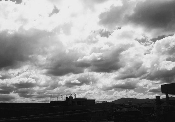 Las nubes han secuestrado el cielo.  Veamos si están dispuestas a negociar.