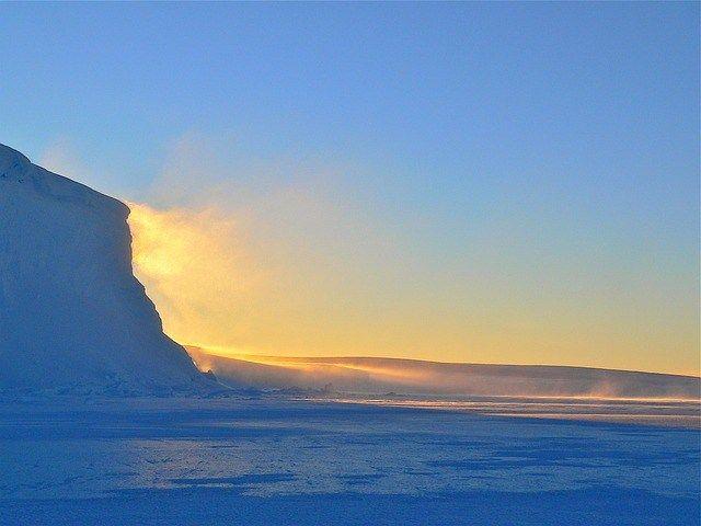 Antártida podría ser más verde en el futuro El calentamiento global está provocando cambios ecológicos sin precedentes en el continente antártico hace medio siglo.  http://wp.me/p6HjOv-3UV ConstruyenPais.com