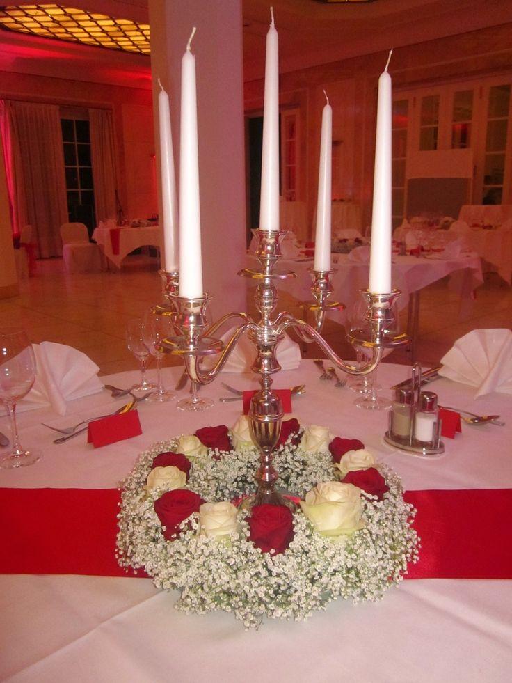 rote und weiße Rosen, Rosenkranz, Schleierkraut, Tischkranz ...