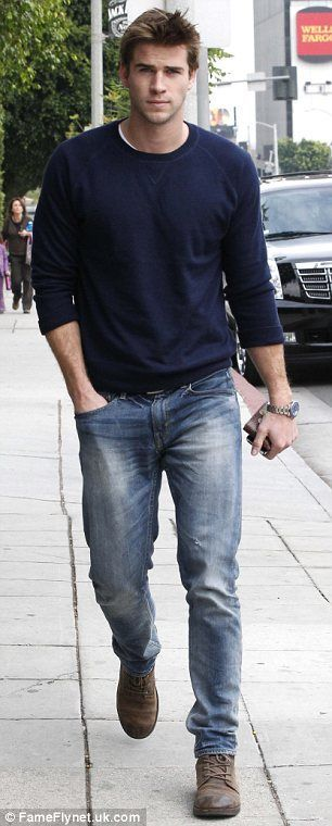 Liam Hemsworth >>> I swear I'm not obsessed but I need to pin this... Sooooo hott.