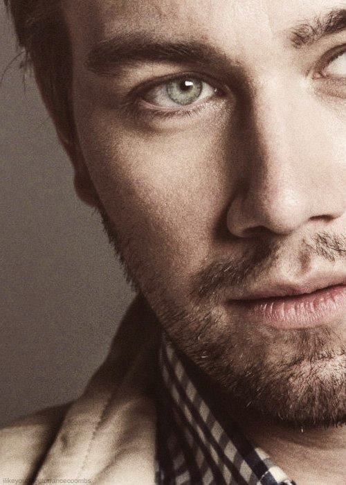 Torrance Coombs. The perfect combo: blue eyes n beard. Omg kill me now. #reign