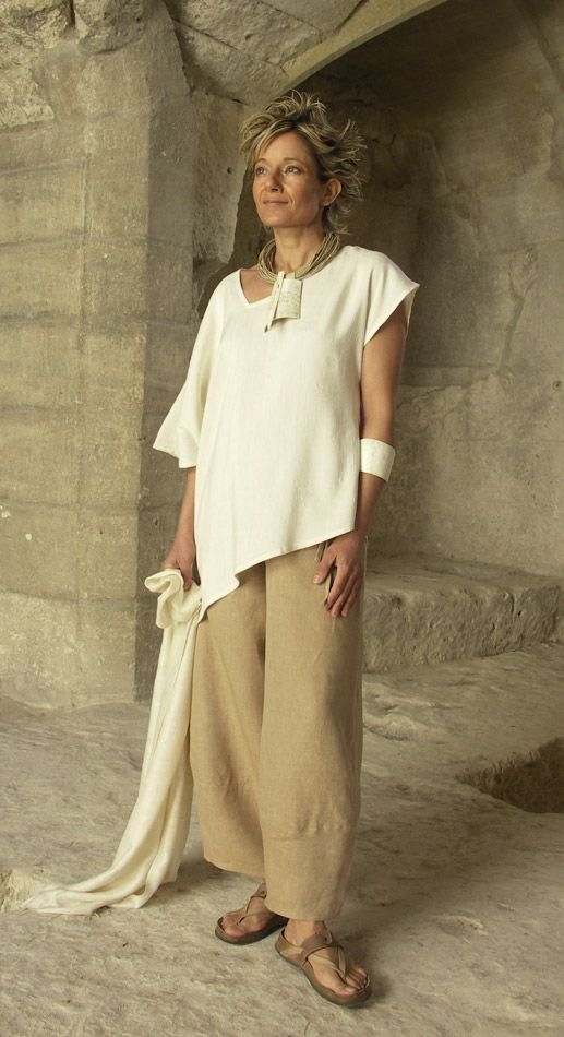 AMALTHEE CREATIONS  Top unstructured made of raw silk natural color   beige linen pants