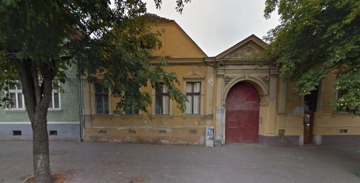 Adresa: Strada Lunga 104-108Istoric si fosti proprietari: sursa Google Maps
