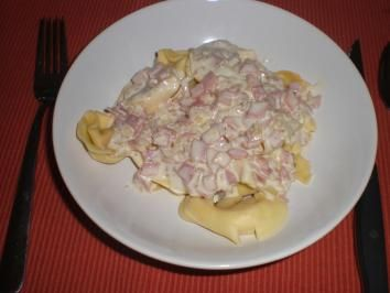 Tortellini mit Käse-Schinken-Sahne Soße - Rezept