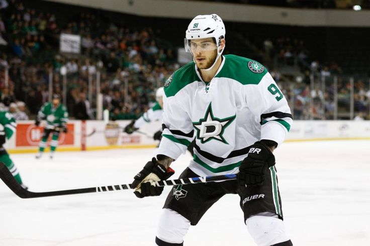 Hockey News: Tyler Seguin's Photoshoot; Connor McDavid Scores Goals - http://thehockeywriters.com/hockey-news-tyler-seguins-photoshoot-connor-mcdavid-scores-goals/