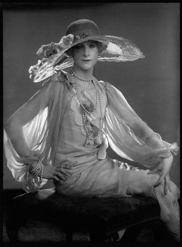 Cecil Beaton, 1925. 'All The Vogue'. Photo: Dorothy Wilding (English, 1893-1976) - National Portrait Gallery, London.