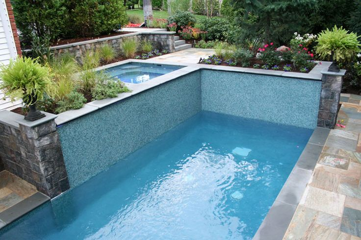 Pi di 25 fantastiche idee su piscine piccole su pinterest - Piscina interrata piccola ...
