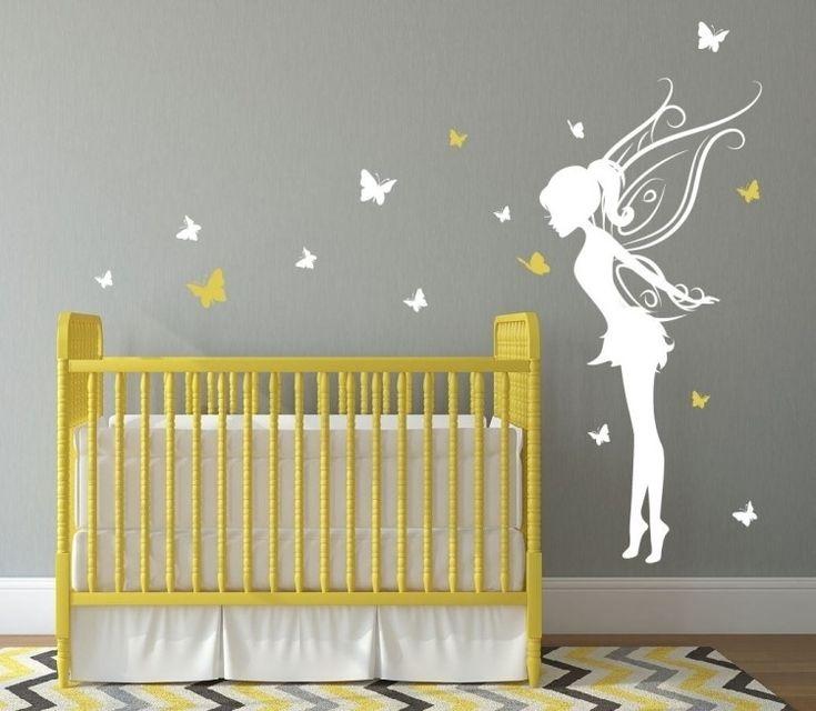 sticker mural chambre bébé avec papillons et une fée tapis à motif chevron
