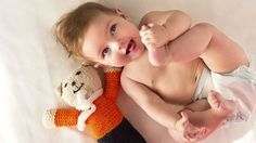 A peine né, votre petit a les sens en éveil. Il ne demande qu'à voir, toucher, sentir et, déjà, il adore votre compagnie! Profitez-en pour lui proposer des activités qui vont l'aider à découvrir le monde et à progresser dans ses différents apprentissages avec ces 15 jeux d'éveil pour  bébé.