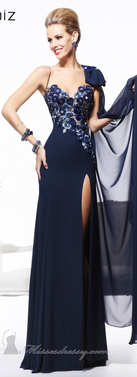 476 best Awesome night dresses images on Pinterest | Graduation ...