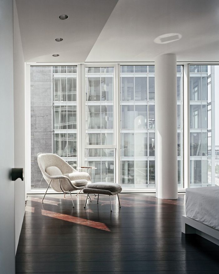 White Saarinen Womb Chair In Richard Meieru0027s Kojaian Apartment In NYC |  Knoll Inspiration