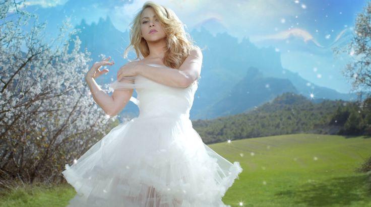Shakira - Empire Video Wedding Dress