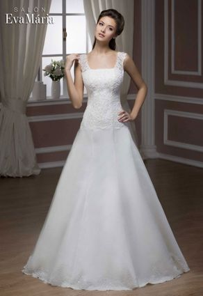 Svadobné šaty s výstrihom ŠTVOREC