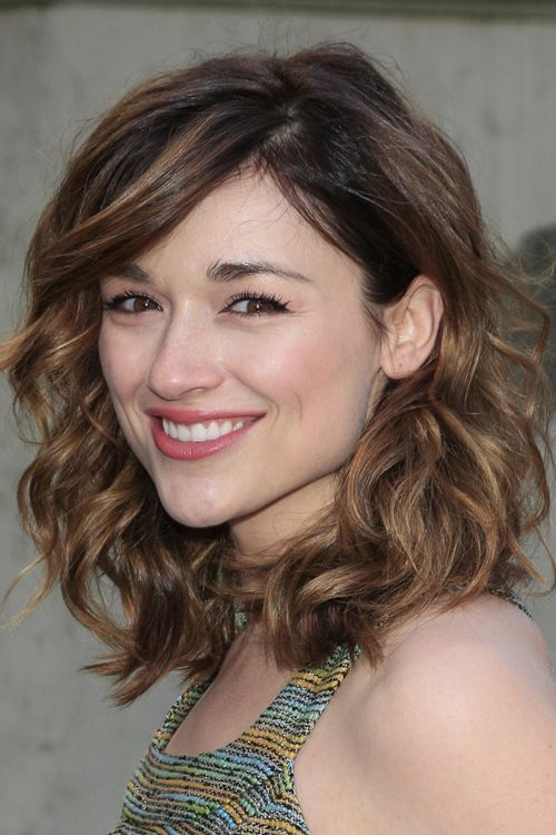 Crystal Reed Wavy Light Brown Sideswept Bangs Hairstyle | Steal Her Style